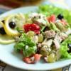 Салат с курицей виноградом и сыром
