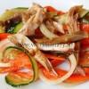 Салат на восточный манер с курицей и грибами