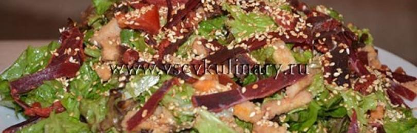 Вкусный болгарский салат с бастурмой и сухариками