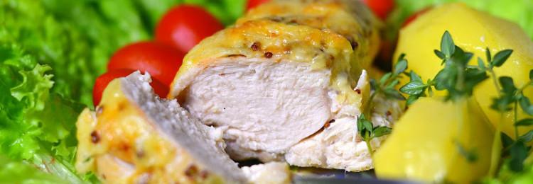 Сочное куриное мясо с базиликом в сырном соусе