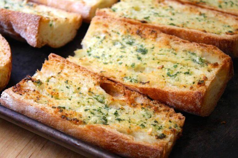 Классический хлеб с чесноком