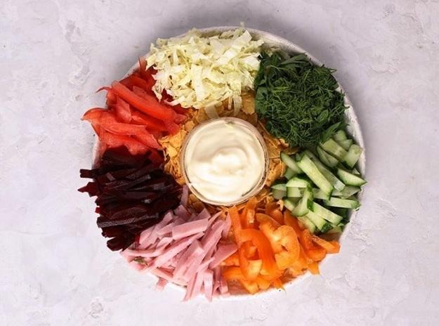 Салат «Вкусный выбор» с ветчиной и овощами