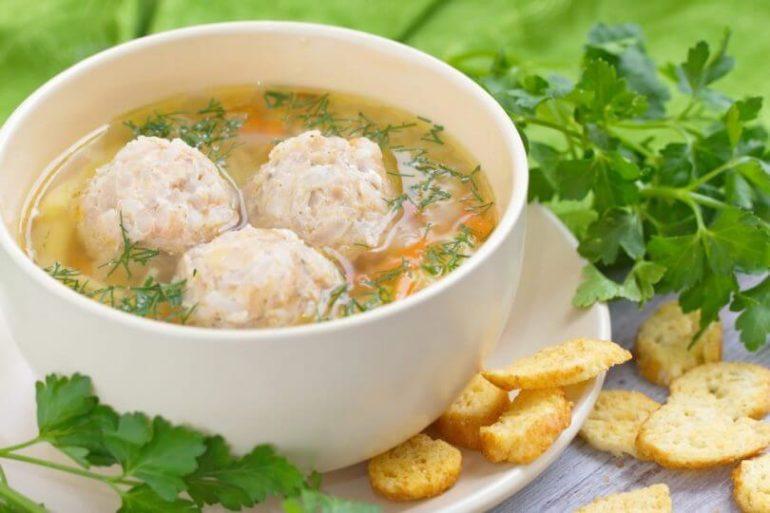 Малокалорийный суп с рыбными фрикадельками