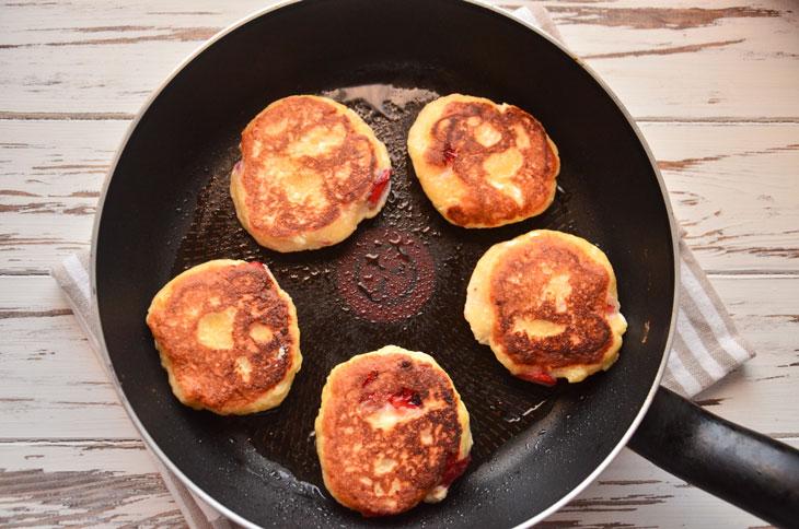 Клубничные сырники - рецепт пошаговый с фото
